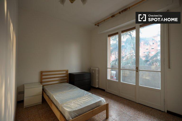 Comasina, Milano'da 2 yatak odalı dairede modern oda