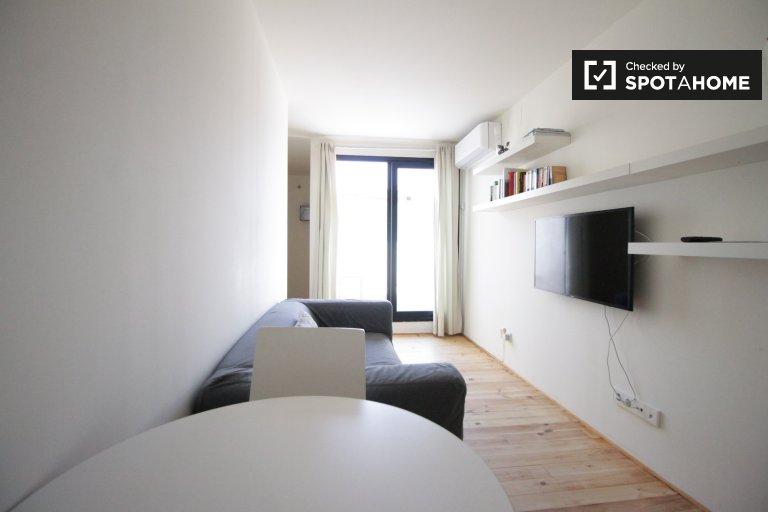 Słoneczny 1-pokojowy apartament do wynajęcia w Gràcia, Barcelona