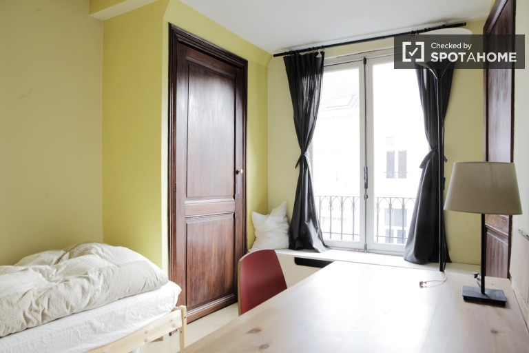Big room in shared apartment in Brussels