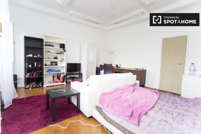 Pokoje do wynajęcia w 9-pokojowe mieszkanie w Arroios, Lizbona