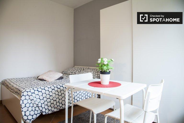 Morena, Roma'daki 3 yatak odalı dairede modern bir oda.