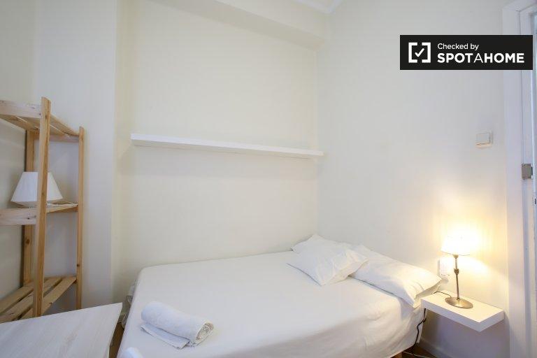 Interior room in 5-bedroom apartment in Extramurs, Valencia