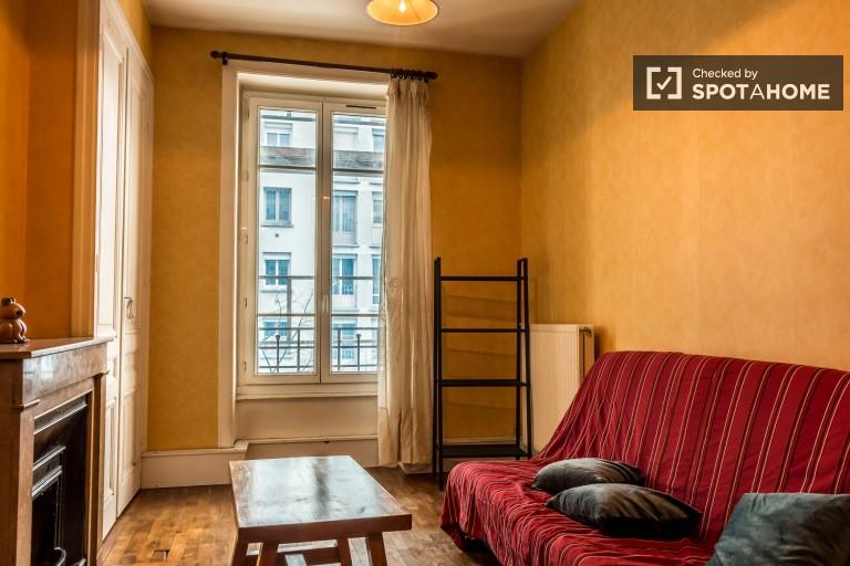 Cosy 2-bedroom apartment for rent in 7th arrondissement
