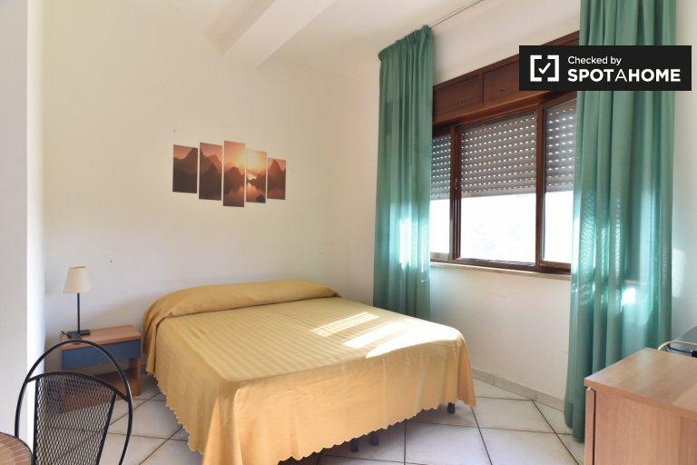 Zimmer zu vermieten in 11-Zimmer-Wohnung - Torre Vecchia, Rom