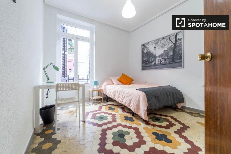 Se alquila habitación en apartamento de 4 dormitorios en L'Eixample, Valencia