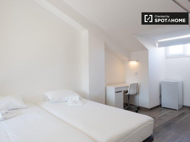 Quarto em apartamento com 4 quartos no Campo Pequeno, Lisboa