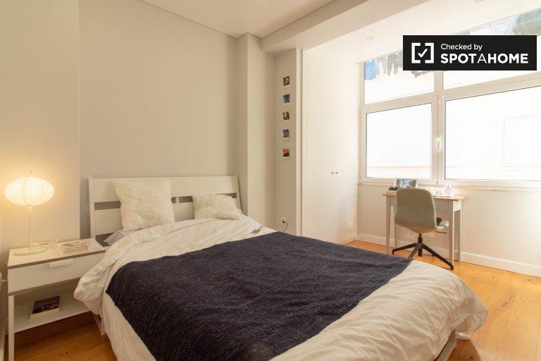 Cozy room for rent in 3-bedroom apartment in Penha de França