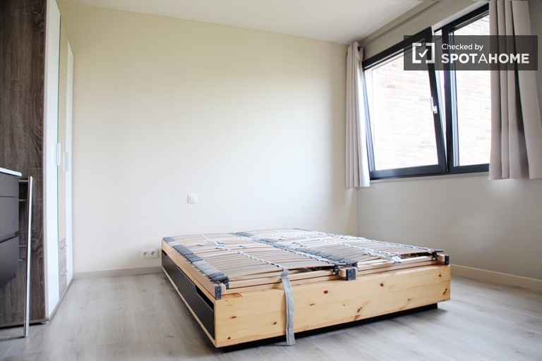 Bedroom 2, couple-friendly with double bed and desk
