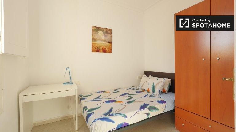 Bright room in 2-bedroom apartment in Sants, Barcelona
