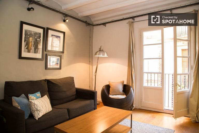 Captivating 2-bedroom apartment in Les Rambles, Barcelona