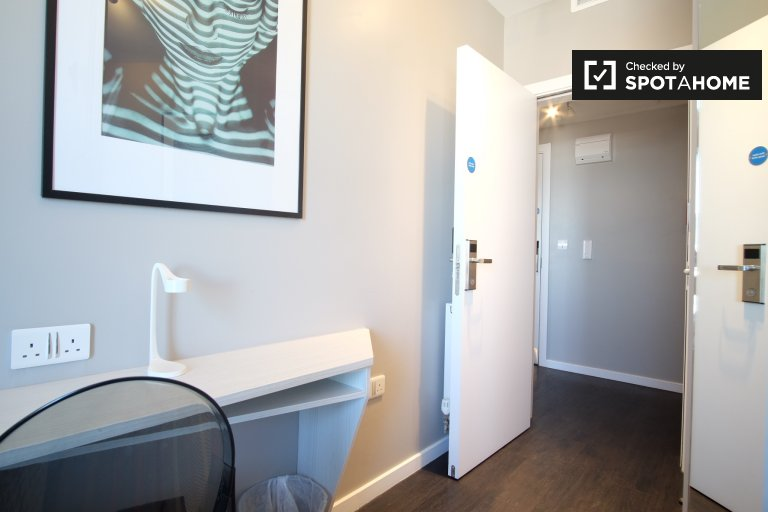 Room in 2-bedroom flatshare in Hammersmith & Fulham, London
