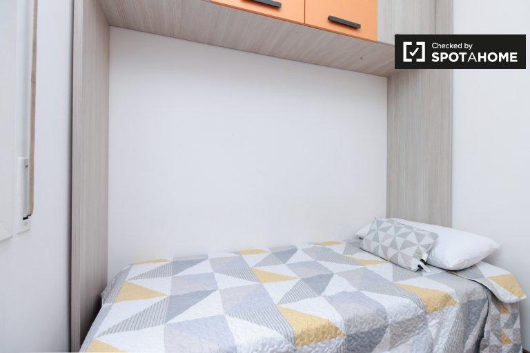 Se alquila habitación en piso de 3 habitaciones en El Raval, Barcelona
