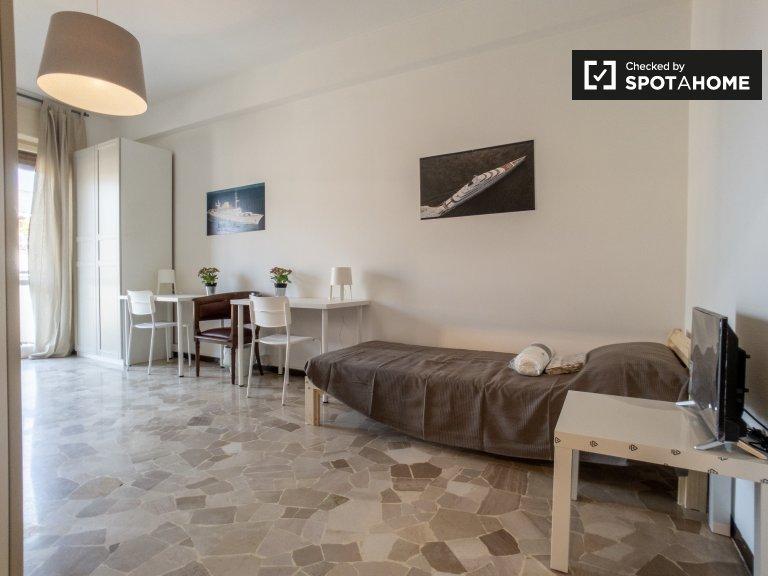Cama para alugar em quarto compartilhado, Apartamento T3, Città Studi