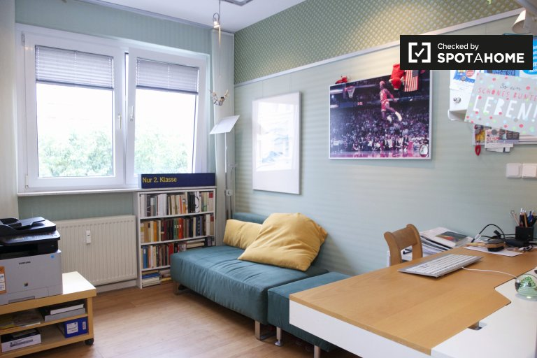 4-bedroom apartment with balcony for rent in Mitte, Berlin