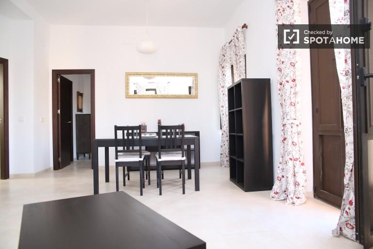 Renovated 2 bedroom apartment with fantastic views in historic La Macarena