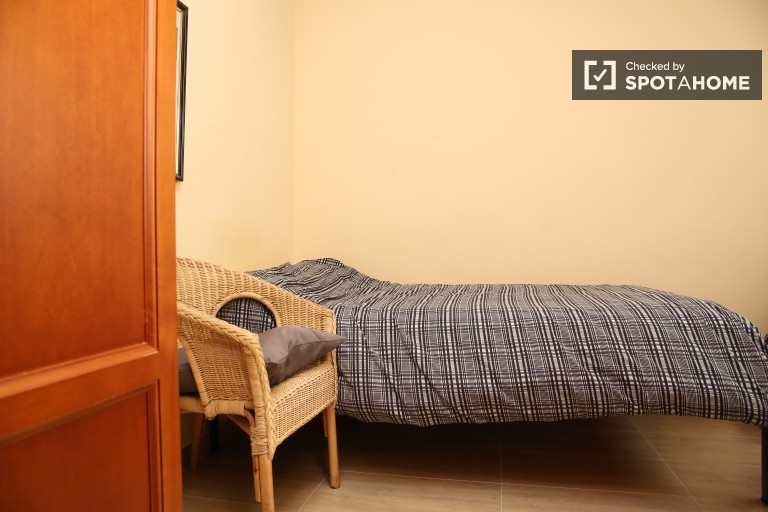 Bedroom 3 with single bed and AC