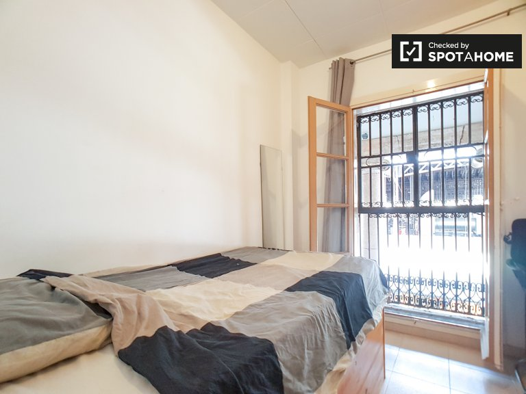 Rooms for rent in 4-bedroom apartment, El Raval, Barcelona