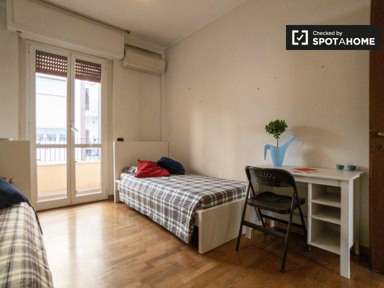 Alquiler de camas en habitación compartida en apartamento de 2 dormitorios en Milán