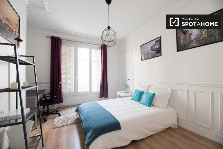 Pokój do wynajęcia w apartamencie z 3 sypialniami w Montmartre, Paryż