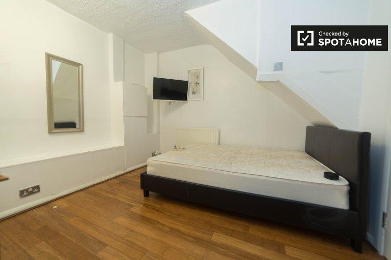 Charmante chambre dans un appartement de 4 chambres à Putney, Londres