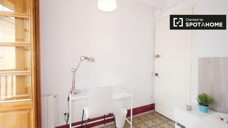 Quarto para alugar em apartamento de 5 quartos em Barri Gòtic