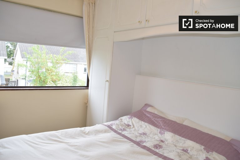 Room to rent in 4-bedroom house in Belgard Heights, Dublin