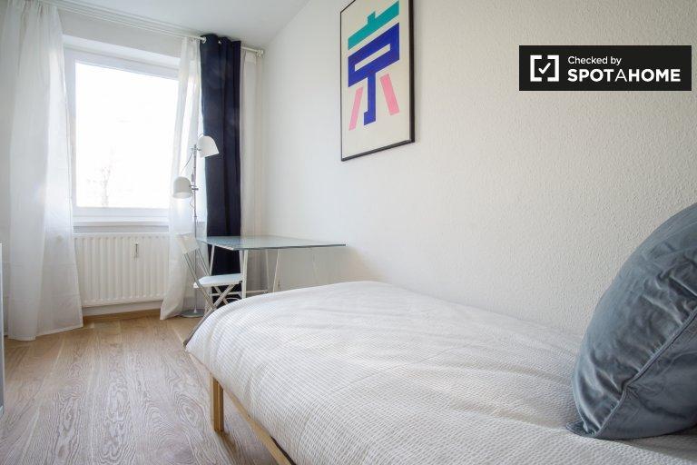 Quarto espaçoso em apartamento em Treptow-Köpenick, Berlim