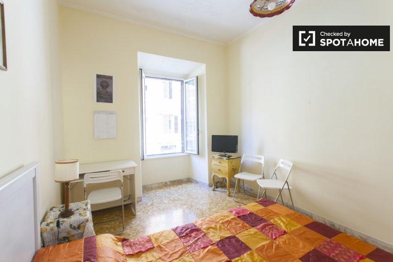 Quarto para alugar em apartamento de 2 quartos em Prati, Roma