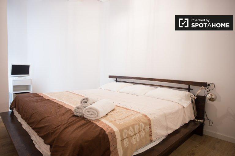 Acogedora habitación en apartamento de 2 dormitorios en El Raval, Barcelona