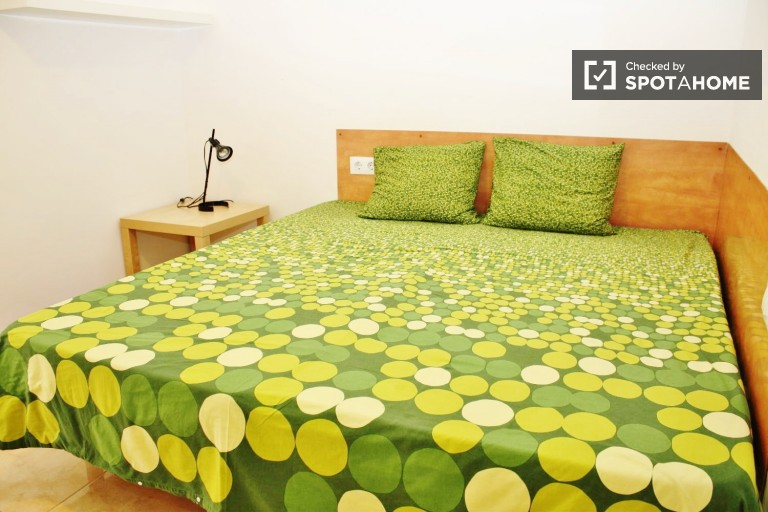 Double Bed in Rooms in great, four bedroom flat, all utilities included - Sant Martí