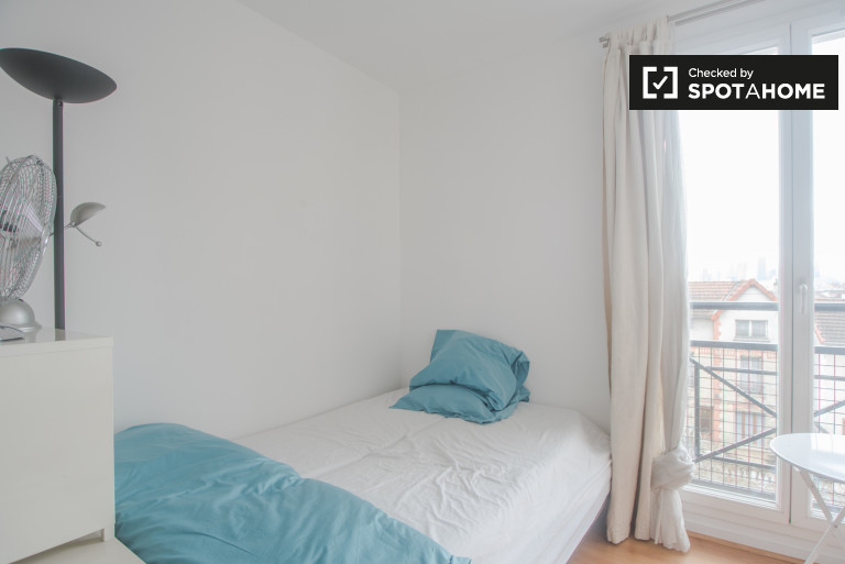 Double Bed in Room for rent in 2-bedroom apartment in Colombes