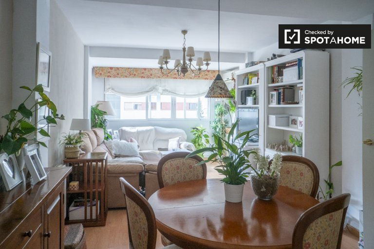 Camera in affitto in appartamento con 2 camere da letto a Valencia