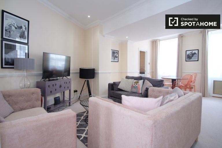 Chic 2-bedroom apartment to rent in City of London, London
