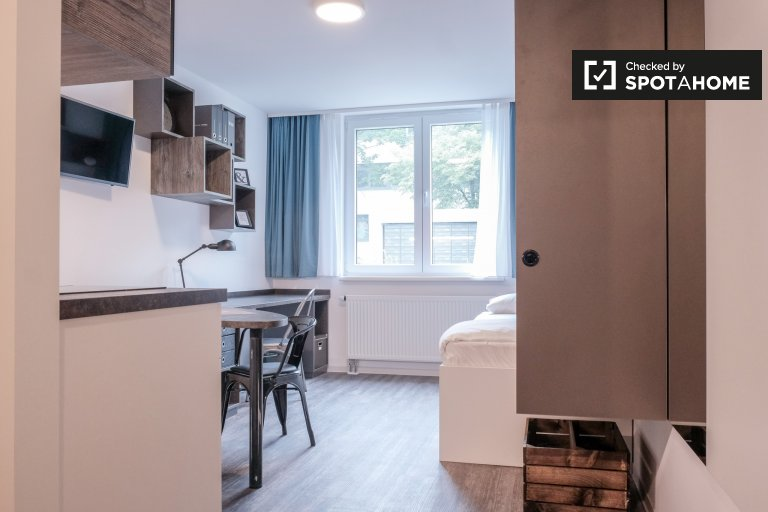 Great studio apartment in students' hall for rent in Lichten