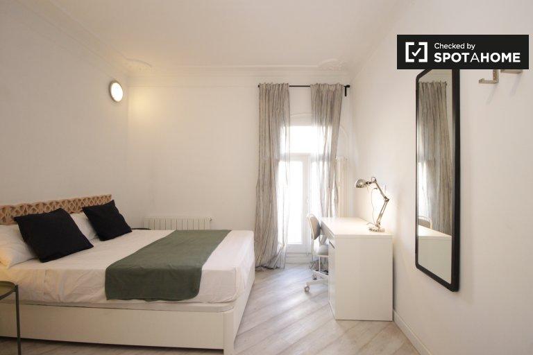 Quarto exterior em apartamento de 6 quartos em Eixample Dreta