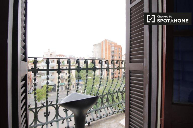 Przytulny pokój w apartamencie z 4 sypialniami, El Clot, Barcelona