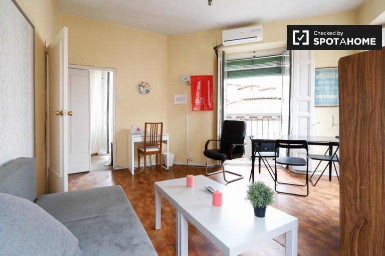 Apartamento espaçoso com 3 quartos para alugar em Centro, Madrid