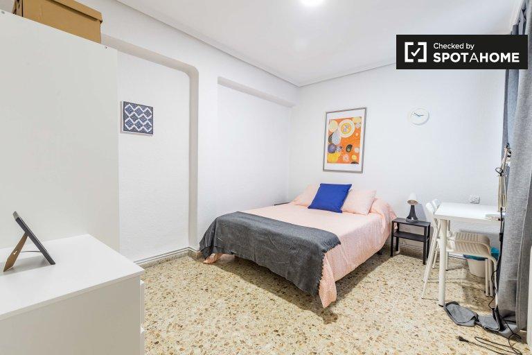 Se alquila habitación grande en Patraix, Valencia