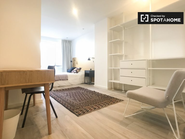 Room with terrace in 9-bedroom house in Ixelles, Brussels