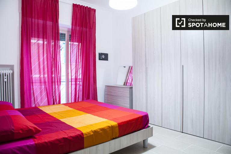 Double Bed in Rooms for rent in stylish 4-bedroom apartment in Balduina
