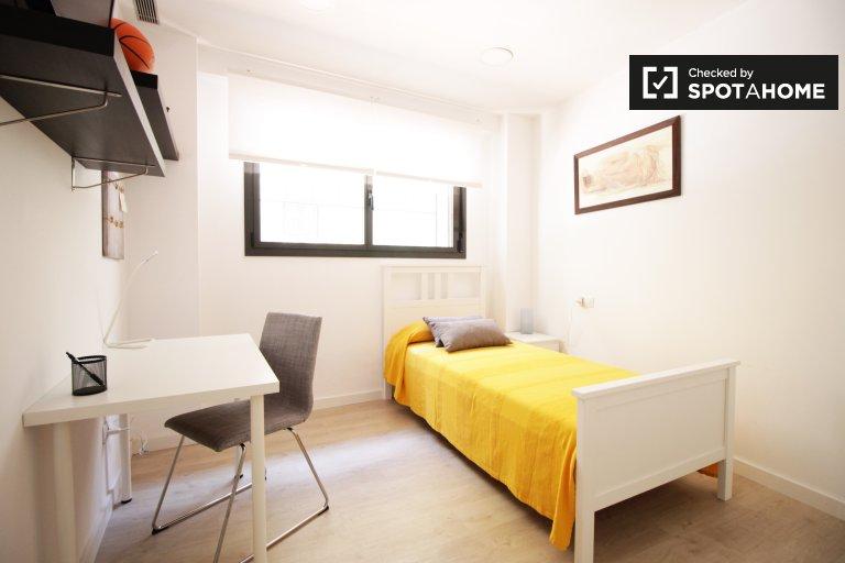 Double bedroom for rent in 4-bedrooms, Sants, Barcelona
