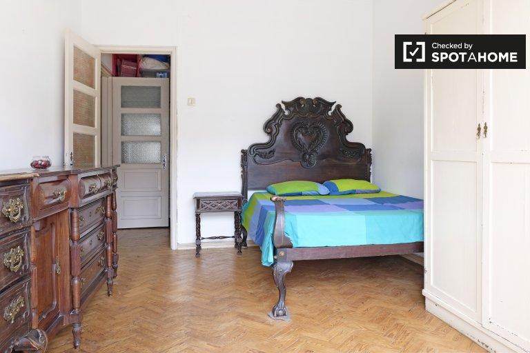 Przytulny pokój w mieszkaniu z 4 sypialniami w Penha de França, Lisboa