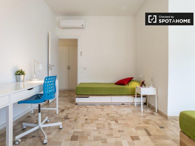 Cama en alquiler, habitación compartida en apartamento de 1 dormitorio, Villapizzone