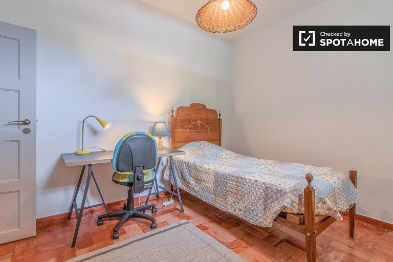 Sweet room to rent, 2-bedroom house, Carcavelos, Lisbon