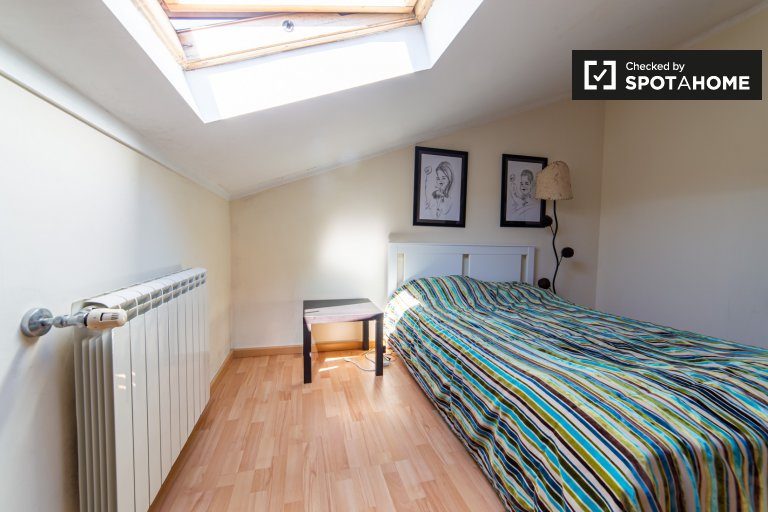 Room for rent in 8-bedroom house in Sintra, Lisbon