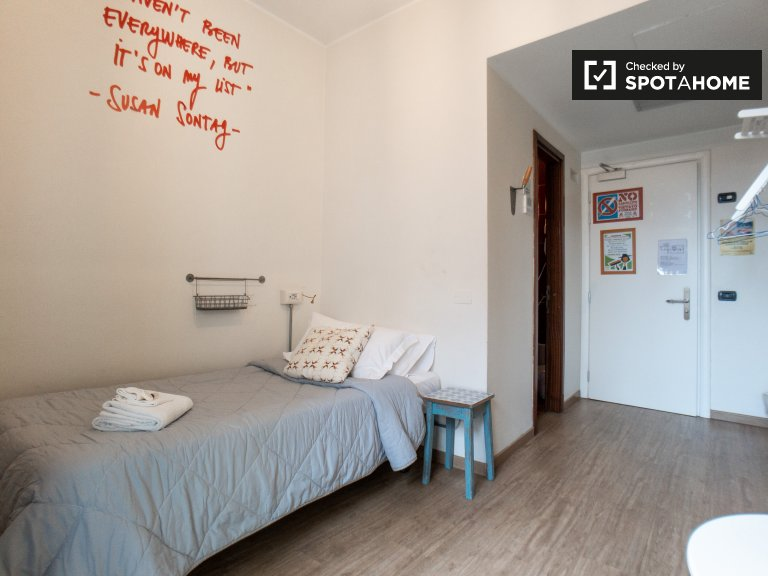 Stylish room for rent in hostel in Corso Buenos Aires, Milan
