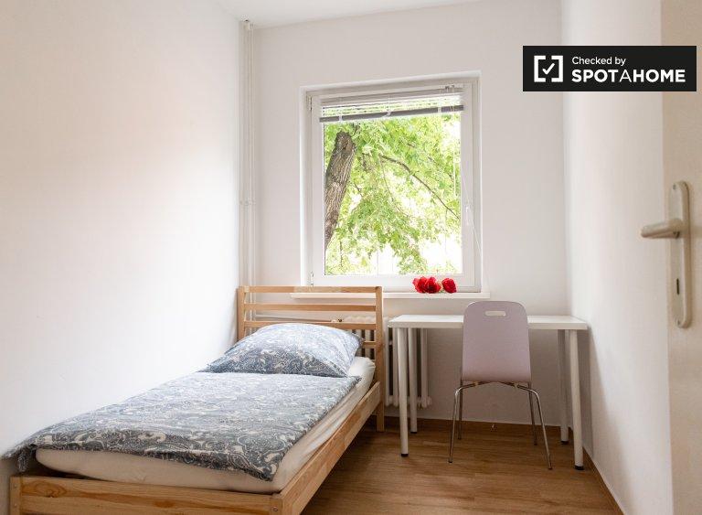 Room in apartment with 5 bedrooms in Reinickendorf, Berlin