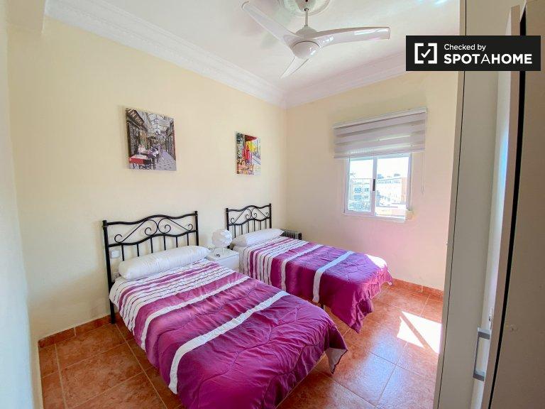 Dolce stanza in affitto in appartamento con 2 letti, Poblats Marítims