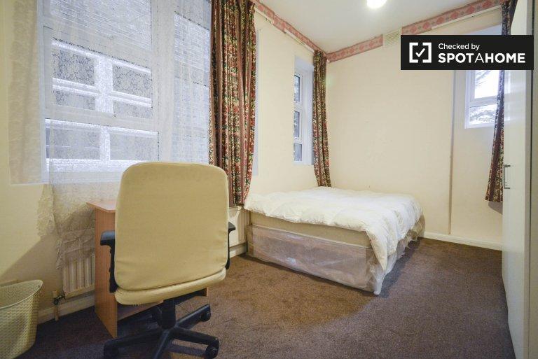 Camera in appartamento di 3 camere da letto a Willesden Green, Londra
