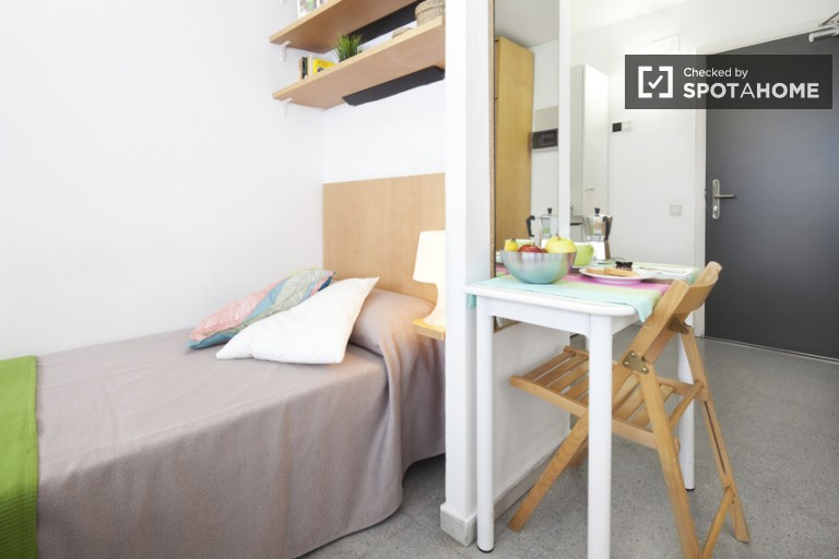 Twin Beds in Fantastic residence hall in the heart of Barcelona